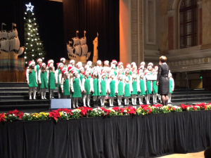 eglantine-choir-in-city-hall-2016